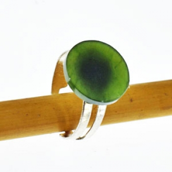 Jade Ring, Edelstein in Talerform